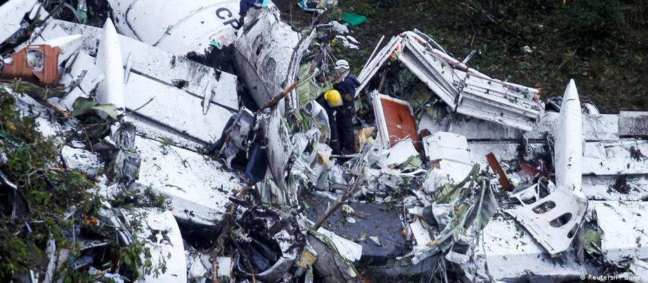 Destroços da aeronave acidentada