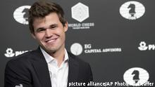 30.11.2016***Magnus Carlsen, of Norway, smiles during a news conference at the end of the World Chess Championship, Wednesday, Nov. 30, 2016, in New York. Reigning champ Carlsen defeated Sergey Karjakin, of Russia. (AP Photo/Mary Altaffer) |