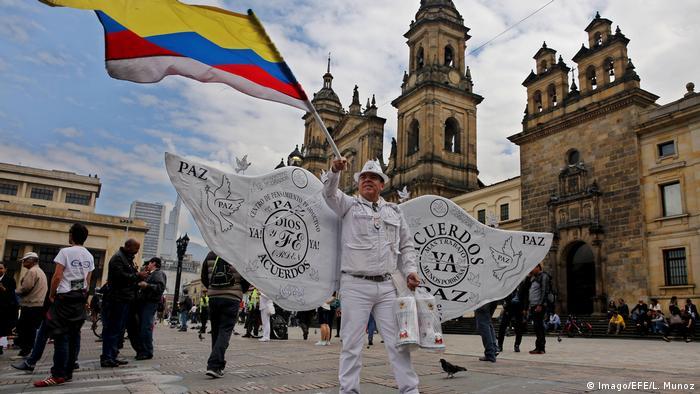 Kolumbien Friedensvertrag mit der FARC (Imago/EFE/L. Munoz)