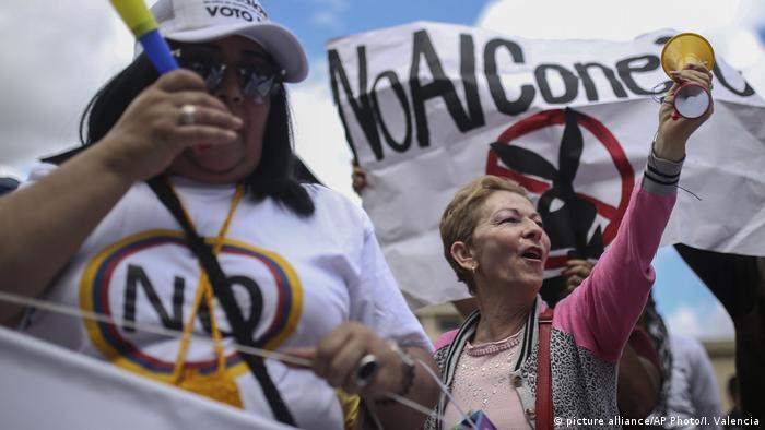Мітинг проти мирної угоди із бойовиками FARC у Колумбії