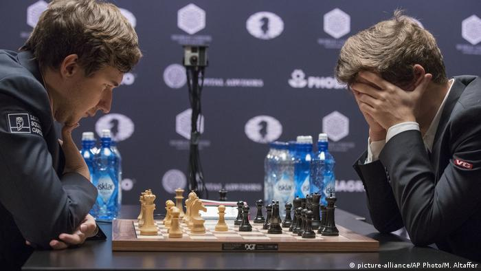 Норвежец Магнус Карлсен одержал победу над российским шахматистом Сергеем Карякиным