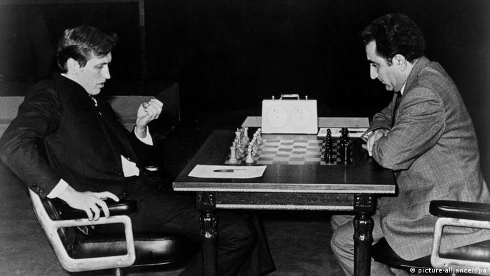 Петросян сражается с Фишером