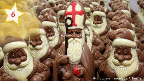 Advent calendar chocolate St. Nicholas (picture-alliance/dpa/P. Kneffel)
