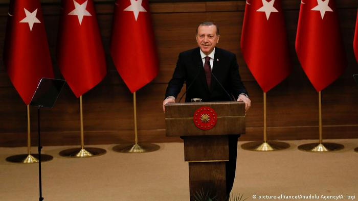 Türkei Rede Präsident Recep Tayyip Erdogan in Ankara (picture-alliance/Anadolu Agency/A. Izgi)