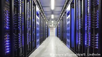 Schweden Facebook Server Symbolbild Datenschutz (picture-alliance/dpa/S. Lindholm)