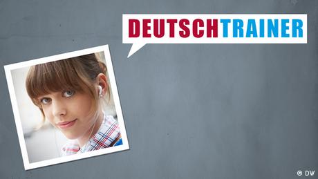 """Logo des """"Deutschtrainers"""": das Foto einer jungen Frau mit Kopfhörern und eine Sprechblase mit der Aufschrift """"Deutschtrainer"""""""