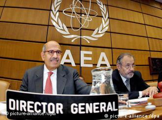 Mohamed ElBaradei (L), Director General of the International Atomic Energy Agency (IAEA), speaks next to Ernest Petric, Chair of the Board of Governors for 2006-2007 during the IAEA board of governors meeting in Vienna, Austria 10 September 2007. EPA/HELMUT FOHRINGER +++(c) dpa - Report+++