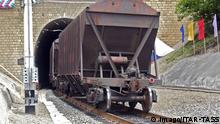 22.05.2006 Copyright: imago/ITAR-TASS ITAR-TASS 96: KRASNODAR REGION, RUSSIA. MAY 22. A freight train enters the Big Loop Tunnel on the Armavir-Tuapse Line of the North Caucasus Railway. The tunnel has opened after reconstruction. PUBLICATIONxINxGERxAUTxONLY Gesellschaft 3 kbdig xmk 2006 quer o0 Nordkaukasus-Eisenbahn, Eisenbahntunnel, Bahn, Verkehr, Transport, Logistik Bildnummer 54172840 Date 22 05 2006 Copyright Imago ITAR TASS ITAR TASS 96 Krasnodar Region Russia May 22 a Freight Train enters The Big Loop Tunnel ON The Armavir Line of The North Caucasus Railway The Tunnel has opened After Reconstruction PUBLICATIONxINxGERxAUTxONLY Society 3 Kbdig xmk 2006 horizontal o0 North Caucasus Railway Railway tunnel Railway Traffic Transportation Logistics