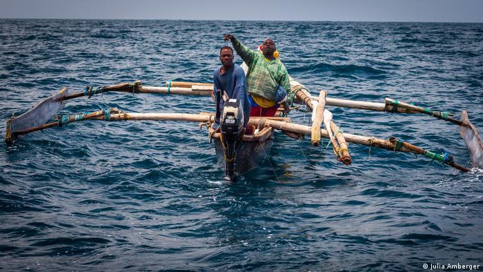 Fischer vor der Küste von Tansania