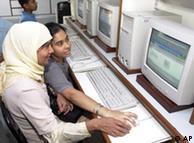 شمار کاربران اینترنت در هند بیش از ۱۰۰ میلیون نفر است