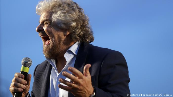 Italien Referendum Beppe Grillo (picture alliance/AP Photo/G. Borgia)