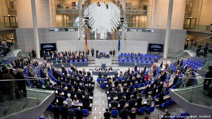 Bundestag trauert um Peter Hintze (picture-alliance/dpa/K. Nietfeld)
