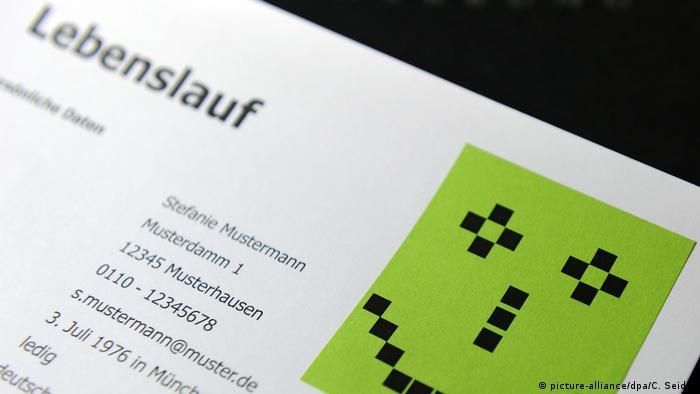 Sprachbar   Symbolbild Redewendung etwas auf den Weg bringen (picture-alliance/dpa/C. Seidel)