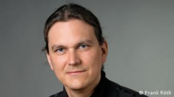 Oliver Kühn este redactor la Frankfurter Allgemeine Zeitung