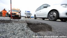 Deutschland Schaden auf Fahrbahn - Autobahn