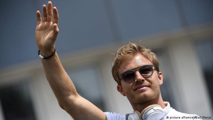 Nico Rosberg saluda