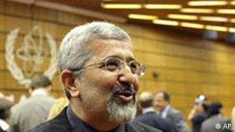 علیاصغر سلطانیه حاضر به پاسخگویی درباره این گزارشها نشده است