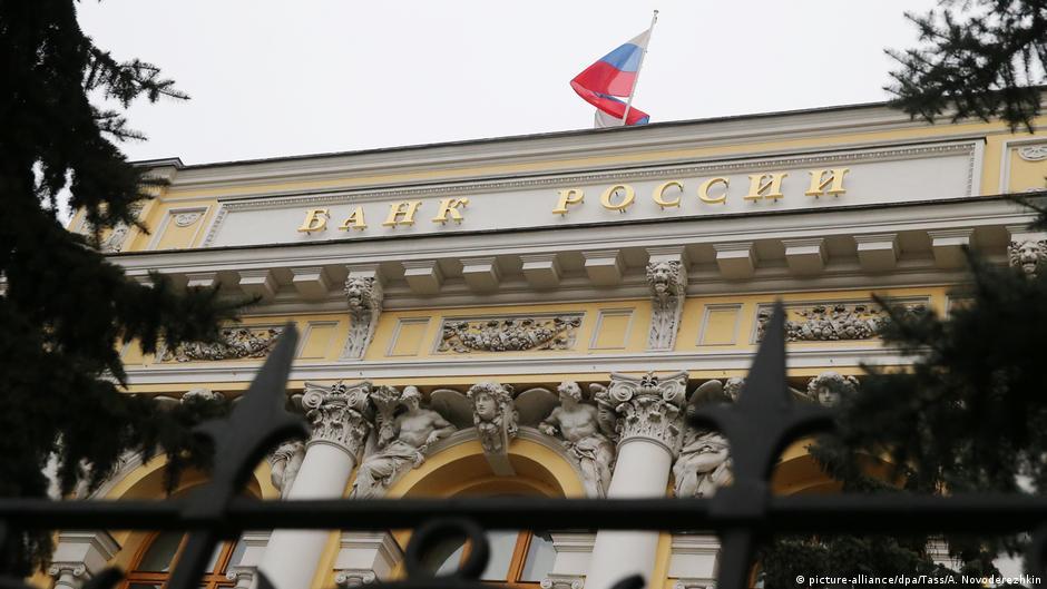 Центробанк России приостановил покупку валюты на 30 дней   Новости из  Германии о России   DW   09.03.2020