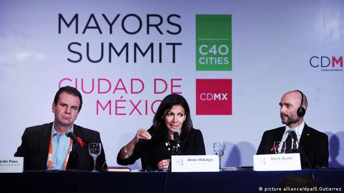 Paris Mayor Anne Hidalgo speaks with the mayors of Rio de Janeiro and C40 director mark Watts in Mexico City