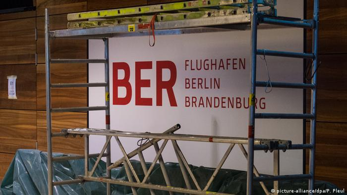 Construction site at BER airport (picture-alliance/dpa/P. Pleul)