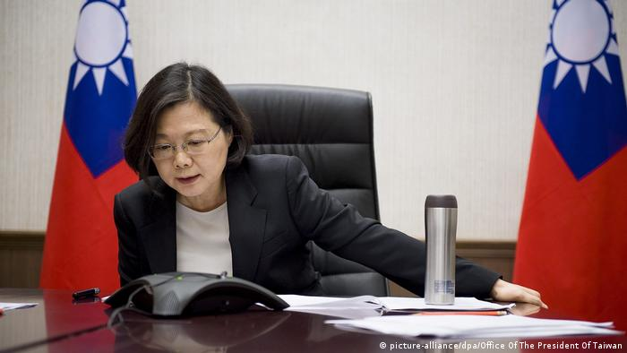 Taiwan Präsidentin Tsai Ing-wen bekommt Telefonat von Donald Trump (picture-alliance/dpa/Office Of The President Of Taiwan)