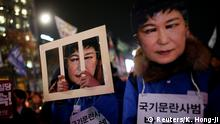 30.12.2016 People march during a protest calling for South Korean President Park Geun-hye to step down in central Seoul, South Korea, November 30, 2016. The signs read Offender disturbing order of nation, Park Geun-hye. REUTERS/Kim Hong-Ji