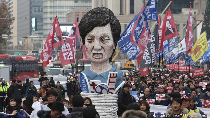 Südkorea Proteste gegen Präsidentin Park Geun-hye (picture-alliance/AP Photo/L. Jin-man)