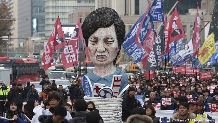 Südkorea Proteste gegen Präsidentin Park Geun-hye (picture-alliance/AP Photo/L. Jin-man)