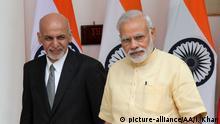 September 14, 2016 DELHI, INDIA - SEPTEMBER 14 : Afghan President Ashraf Ghani (L) and Indian Prime Minister Narendra Modi (R) arrive their meeting in New Delhi, India on September 14, 2016. Imtiyaz Khan / Anadolu Agency | Keine Weitergabe an Wiederverkäufer.