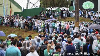 Por volta de cem mil pessoas devem participar da cerimônia fúnebre na Arena Condá