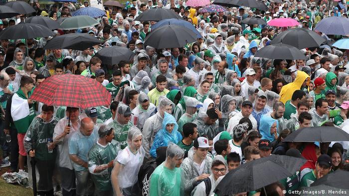 Brasilien Chapeco Fans Beerdigung Spieler Chapecoense
