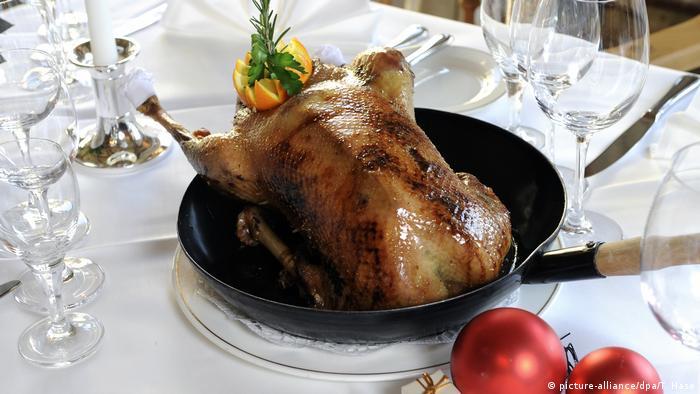 Με το να μην τρώει κάποιος κρέας μπορεί να συμβάλει στην προστασία του κλίματος και του περιβάλλοντος. Σίγουρα πάντως, τα Χριστούγεννα δεν είναι η κατάλληλη περίοδο για έναν φανατικό κρεατοφάγο να περάσει στο άλλο άκρο και να κόψει το κρέας. Προς το παρόν η καλή πρόθεση μετράει…