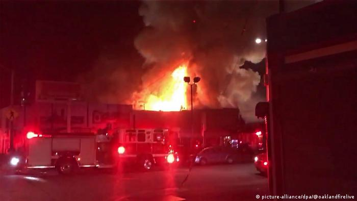 USA Kalifornien Brand Lagerhaus in Oakland (picture-alliance/dpa/@oaklandfirelive)