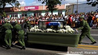 Soldiers push the vehicle and trailer carrying the ashes of Cuba's late President Fidel Castro (Reuters/I. Alvarado)