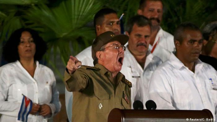 Рауль Кастро выступает в Сантьяго, 4 декабря 2016 г.