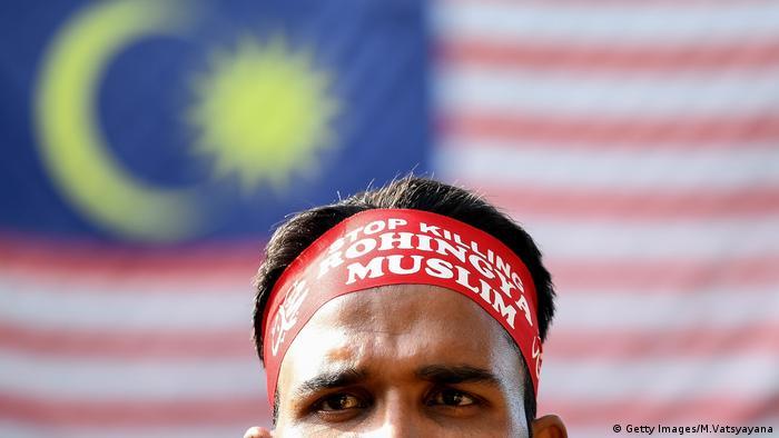 Hingga 2016 warga Malaysia masih aktif berdemonstrasi menentang persekusi dan diskriminasi terhadap etnis Rohingya di Myanmar. Kini situasinya berubah.