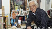 A handout picture shows the Brazilian writer Ferreira Gullar, poses for photographer in Rio de Janeiro, Brazil, September 8, 2010. Gullar celebrates his 80 birthday, happy for the life and poetry. Photo Editora Record/dpa/Handout   Verwendung weltweit