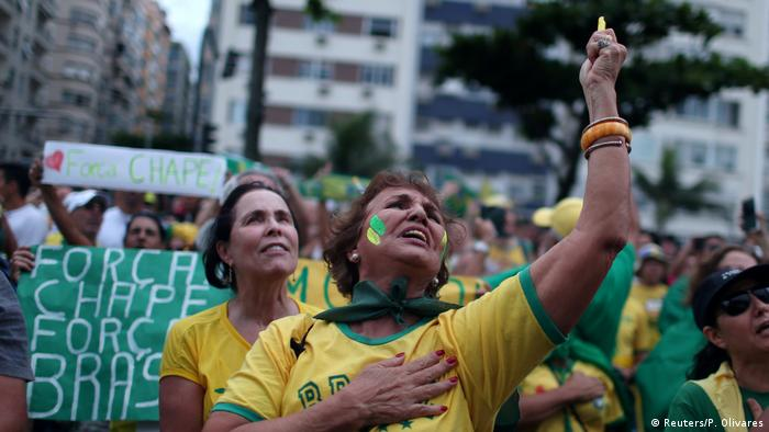 Brasilien Proteste gegen Korruption (Reuters/P. Olivares)