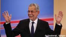 4.12.2016 *** Austrian presidential candidate Alexander Van der Bellen, who is supported by the Greens, and reacts during a TV show in Vienna, Austria, December 4, 2016. REUTERS/Leonhard Foeger