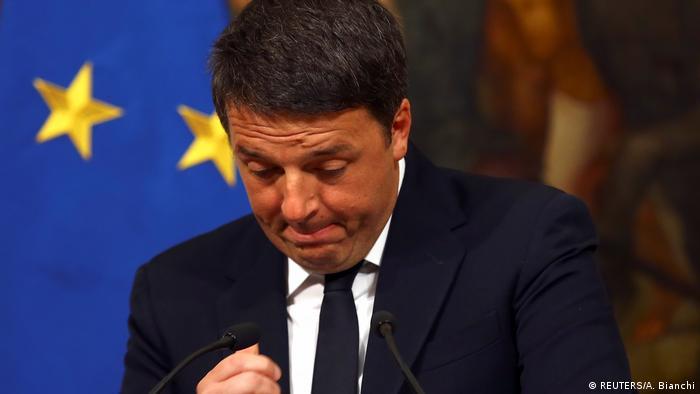 Italien | Ministerpräsident Matteo Renzi kündigt nach gescheitertem Referendum seinen Rücktritt an (REUTERS/A. Bianchi)