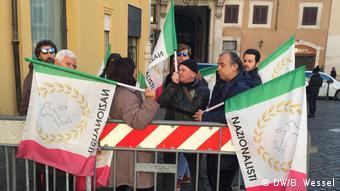 Manifestantes nacionalistas em Roma: