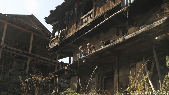 Indien der Hashish-Dorf Malana (picture-alliance/AP Photo/R. R. Jain)