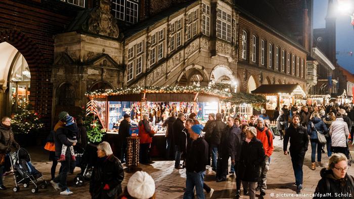 Deutschland Weihnachtsmarkt in Lübeck (picture-alliance/dpa/M. Scholz)