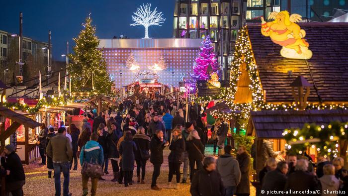 Deutschland Santa Pauli Weihnachtsmarkt in Hamburg (picture-alliance/dpa/C. Charisius)