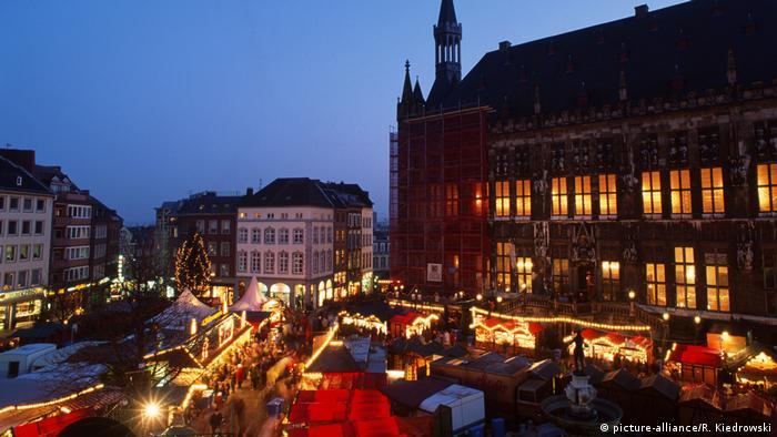 Deutschland Weihnachtsmarkt in Aachen (picture-alliance/R. Kiedrowski)