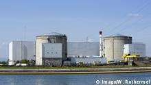 lDas franzoesische Kernkraftwerk Fessenheim am Ufer des Rhein, aufgenommen am 28. 04. 2010. Fessenheim ist das aelteste franzoesische AKW. French Nuclear power plant Fessenheim at Shore the Rhine Date at 28 04 2010 Fessenheim is the oldest French NPP