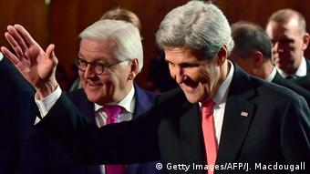 German Foreign Minister Frank-Walter Steinmeier (L) and US Secretary of State John Kerry (R) at the German foreign ministry on December 5