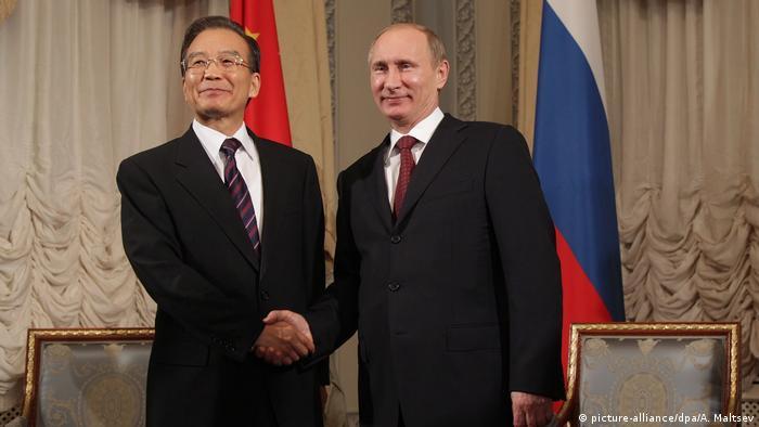 Wladimir Putin und Wen Jiabao (picture-alliance/dpa/A. Maltsev)