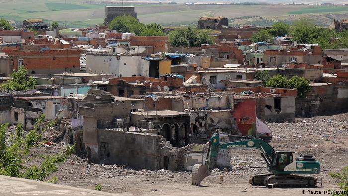 Sur'da çatışmalardan beş bine yakın bina hasar gördü