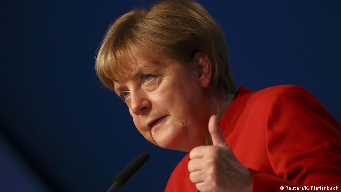 Deutschland CDU Bundesparteitag in Essen Rede Merkel (Reuters/K. Pfaffenbach)